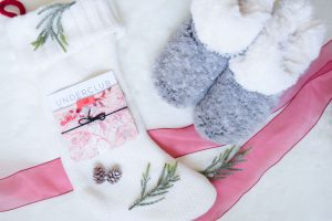 Lifestyle blogger Lauren Meyer of Lo Meyer | Life With Lo Gift Guide for her under $100
