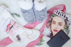 Lifestyle blogger Lauren Meyer of Lo Meyer | Life With Lo Gifts for her under $100