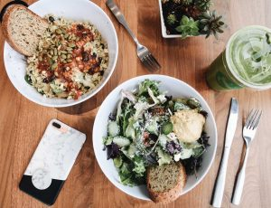 Lifestyle Blogger Lo Meyer of The Lo Meyer Blog discusses Fitness & Healthy Eating the Easy Way
