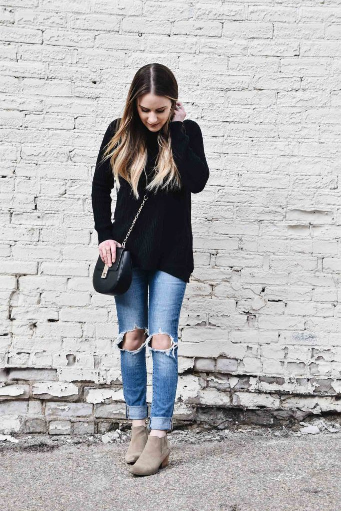Fashion Blogger Lauren Meyer of The Lo Meyer Blog discusses a lightweight tunic sweater that'll help you transition to spring