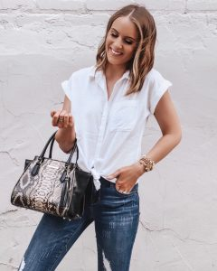 Popular Style Blogger Lauren Meyer of The Lo Meyer Blog shares 20+ Chic Summer to Fall Transition Outfits