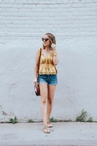 Popular Style Blogger Lauren Meyer of The Lo Meyer Blog shares How to Create the Perfect Transition Outfit