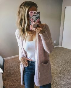 Popular Style Blogger Lauren Meyer of The Lo Meyer Blog shares a LOFT 2018 Friends & Family Sale Round Up + Try-On