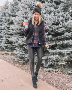 Popular Style Blogger Lauren Meyer of The Lo Meyer Blog shares 10+ Chic & Comfy Thanksgiving Outfits