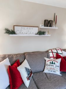Holiday Home Decor | Style Blogger Lauren Meyer shares her Holiday Home Decor