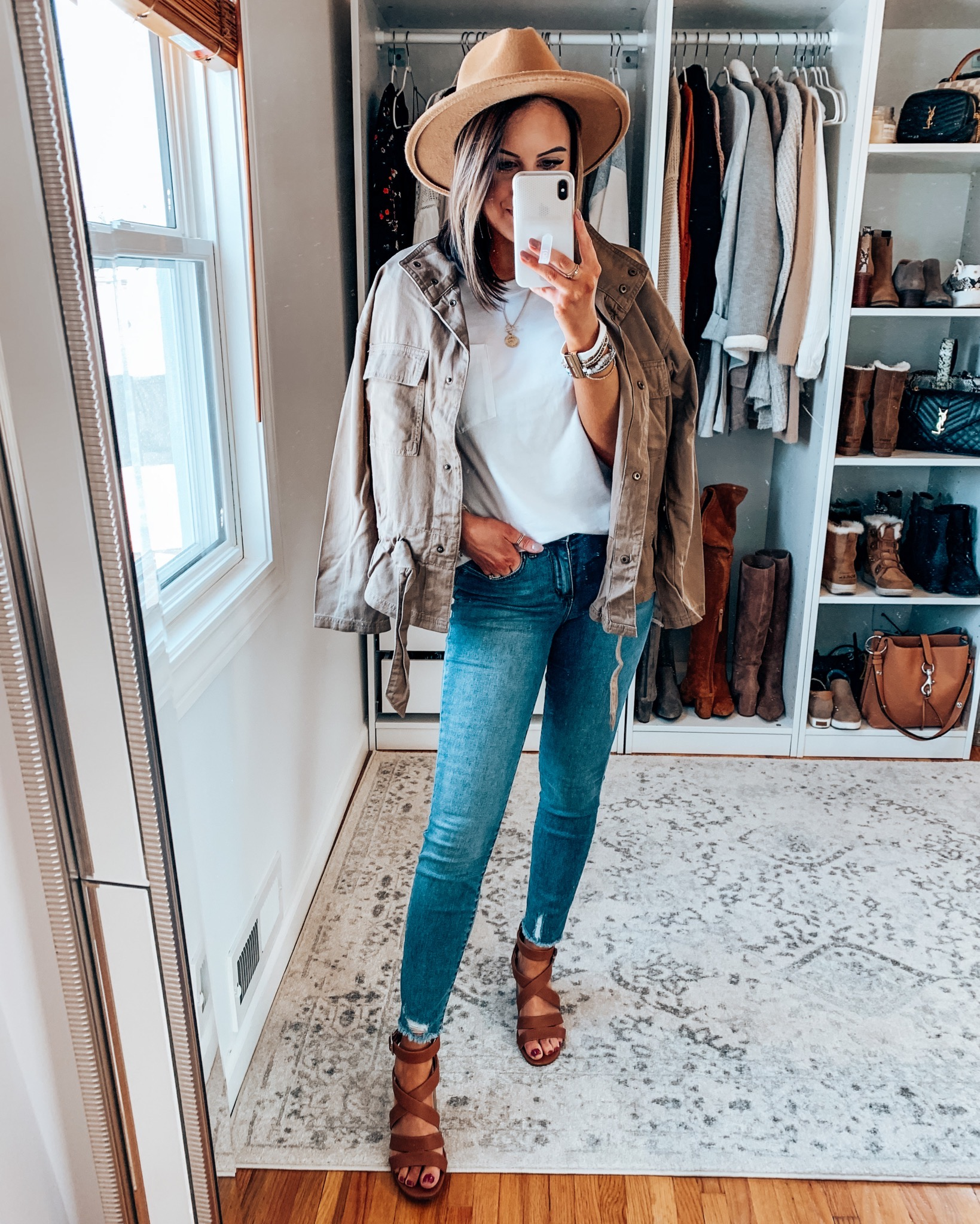 7 Ways to Style a Basic White Tee & Jeans | Style Blogger Lauren Meyer shares 7 Ways to Style a Basic Tee & Jeans